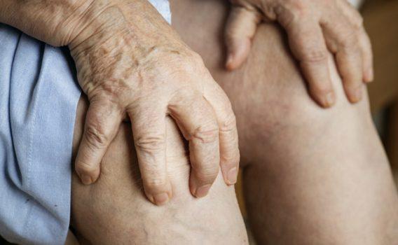 膝に痛みがあり、お医者さんには「手術しかない」と言われるほど生活に支障があった方が、帰りには階段をサササッと降りて帰れるようになる。だから、ひとのからだはおもしろい!